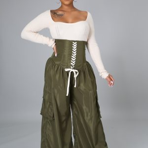 Command Attention Pants tie up the stomach (high waist) and have a draw string on the ankles.